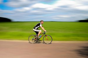 Cyklista na ceste